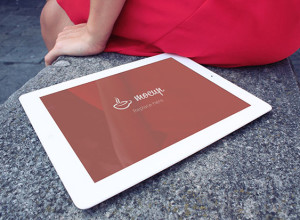 Free-iPad-2-Mockup-Lady