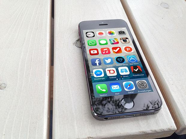 Free-iPhone-5s-Mockup