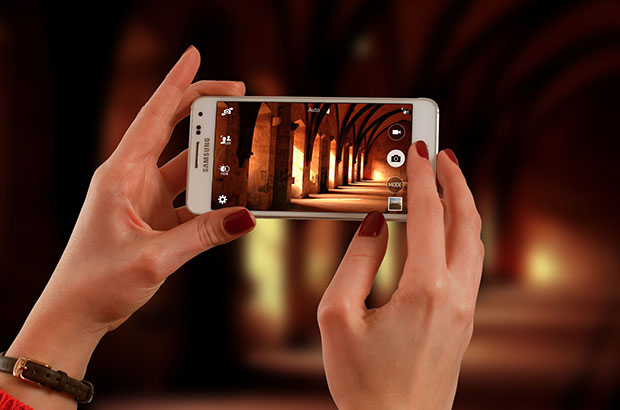 Samsung-Alpha-in-womans-hands